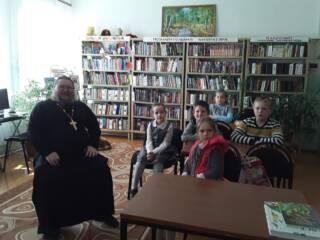 Настоятель Никольского храма с. Гиблицы Касимовского района иерей Алексий Беляков посетил Гиблицкую сельскую библиотеку