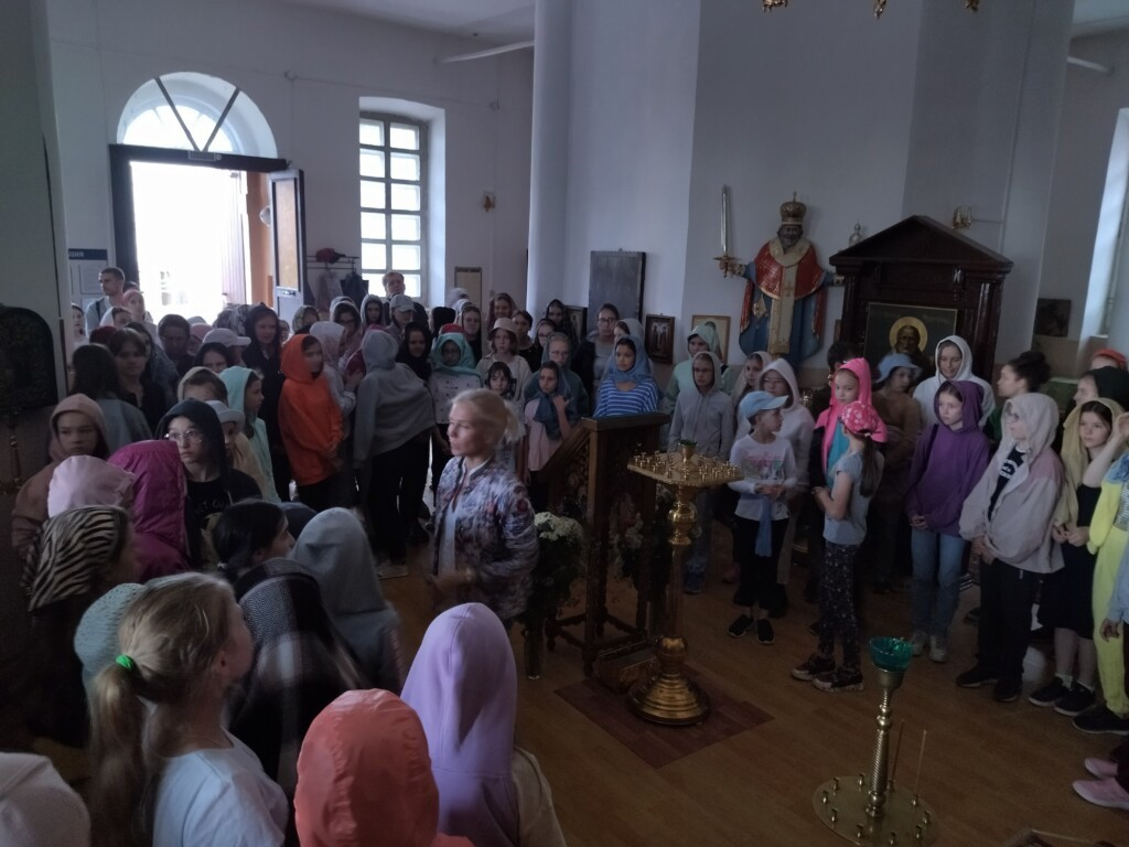Храм Преображения Господня села Телебукино посетил детский хор «Весна» имени А.С.   Пономарёва