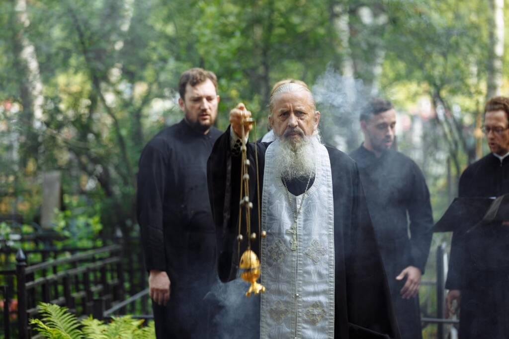 Панихида в Успенском храме поселка Шилово в годовщину кончины главы Шиловского района Василия Фомина