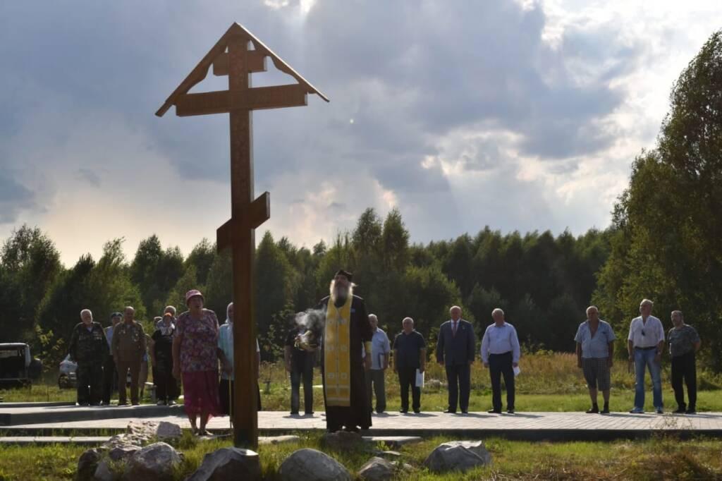 В Кустаревке на мемориальном комплексе «Воскресение» состоялось мероприятие, посвященное 91-летию со дня образования Воздушно-десантных войск