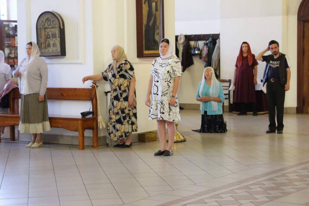 Вечернее богослужение в канун празднования Происхождения (изнесения) честных древ Животворящего Креста Господня в Вознесенском Кафедральном соборе города Касимова
