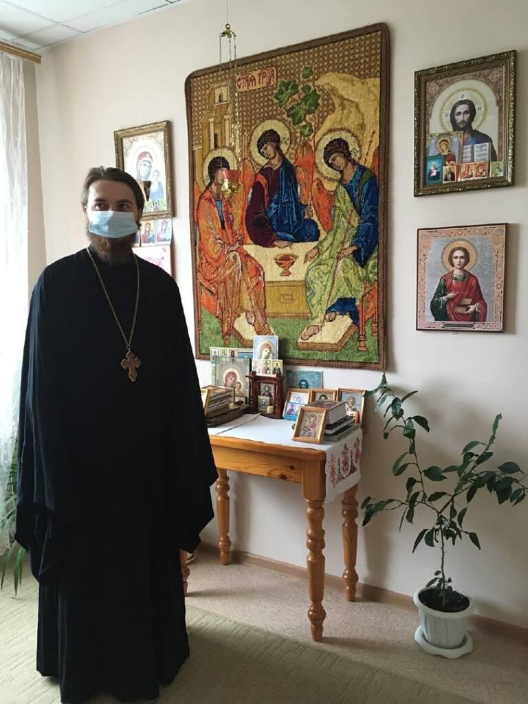 Настоятель храма Рождества Христова п. Лашма иеромонах Савва (Максименков) посетил ГБУ РО «Лашманский дом-интернат общего типа для престарелых и инвалидов»