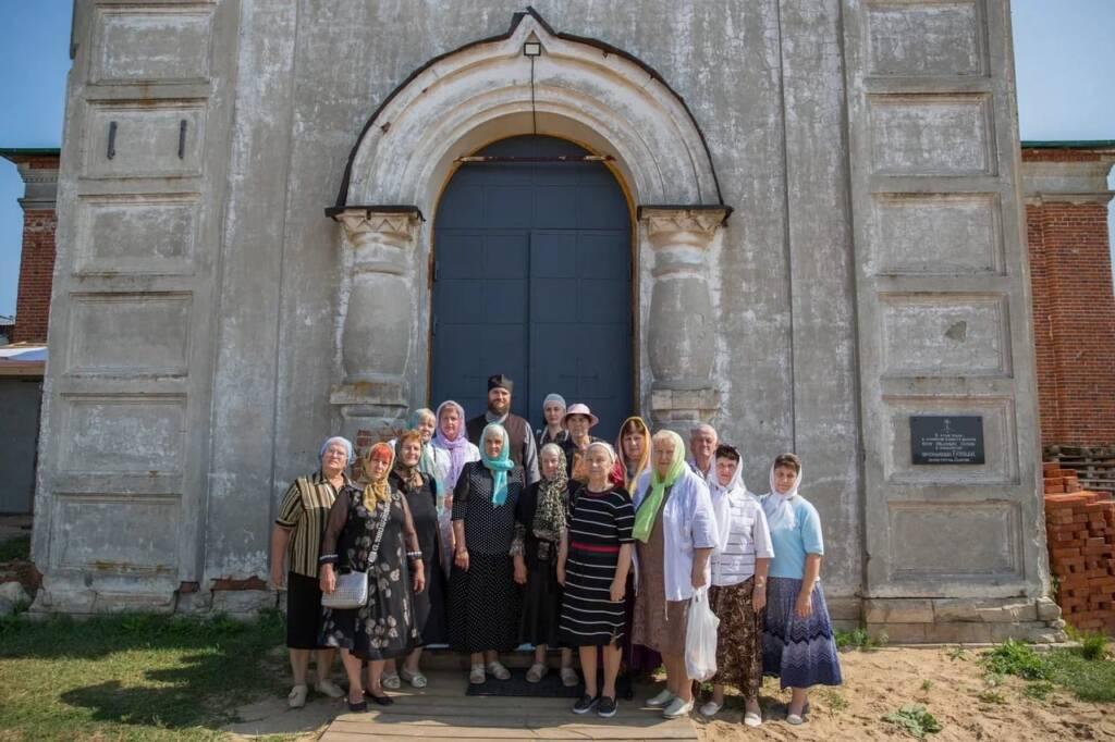 В рамках программы «Социальный туризм» для жителей Кадома провели экскурсию об истории храма Преображения Господня