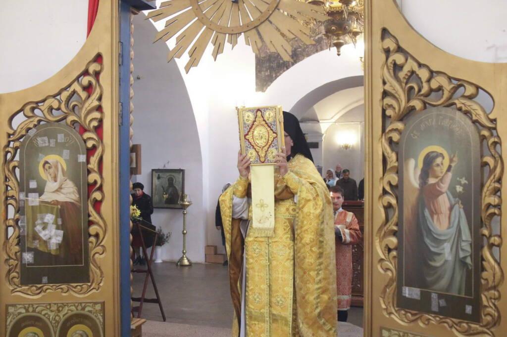 Божественная Литургия в Благовещенском храме г. Касимова в день памяти благоверных князей Петра и Февронии Муромских